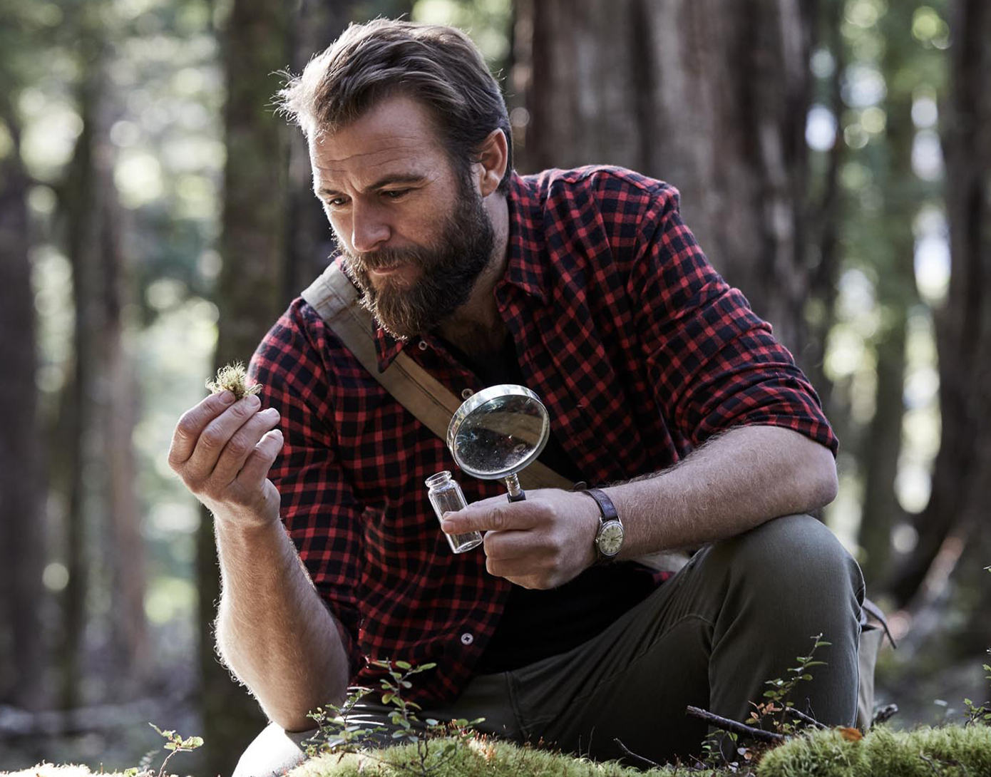 Swisse Kevin Ring using a magnifying glass